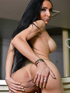 Merilyn. Lustful Merilyn spreads & masturbates